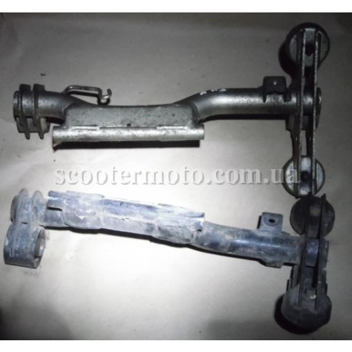 Рычаг крепления двигателя с сайлендблоками Honda SH 125-150, карбюратоная